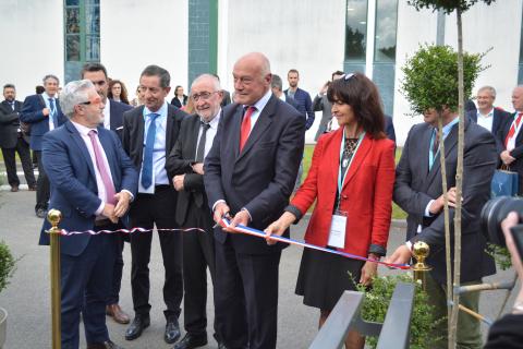 Inauguration des installations de l'OIEau - Coupure du ruban par Alain ROUSSET, Président de la région Nouvelle-Aquitaine